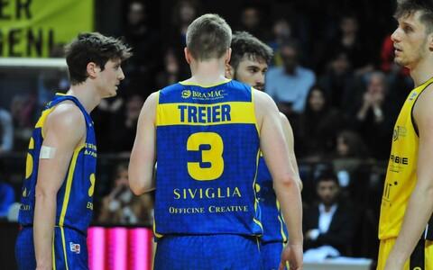 Kaspar Treier meeskonnakaaslastega.