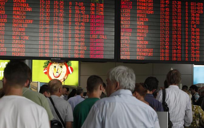 Reisijad Iisraeli Ben Gurioni lennujaama turvakontrolli järjekorras.