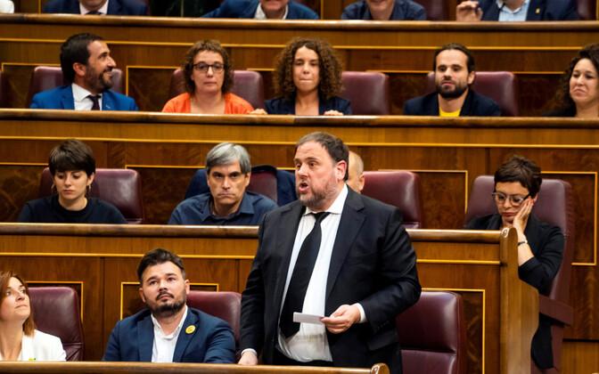 Kataloonia iseseisvuslane Oriol Junqueras Hispaania parlamendis ametivannet andmas.