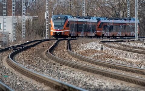 Cкорость поезда невозможно оценить визуально, а тормозной путь товарных поездов может достигать двух километров.