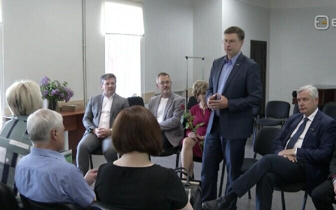 Valdis Dombrovskis väitlemas.