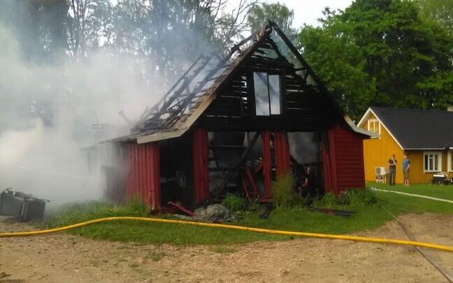 Сгоревшее здание в Универе.