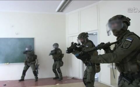 Сотрудники группы быстрого реагирования тренируются по четыре часа в день.