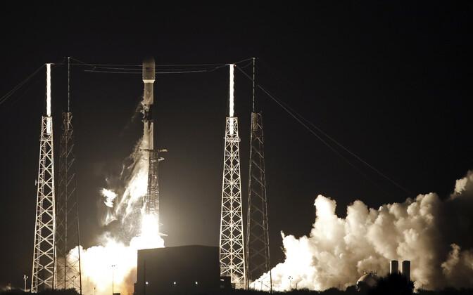 Старт ракеты Falcon-9.