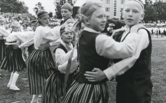 1993. aasta koolinoorte tantsupeo pearoov