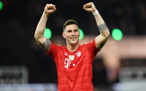 Bayerni keskkaitsja Niklas Sule karikafinaali võitu tähistamas