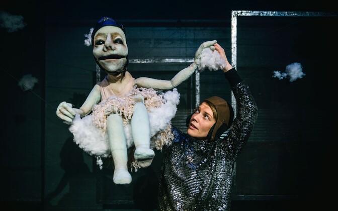 Kaks Ameliat – üks on inimene, teine nukk