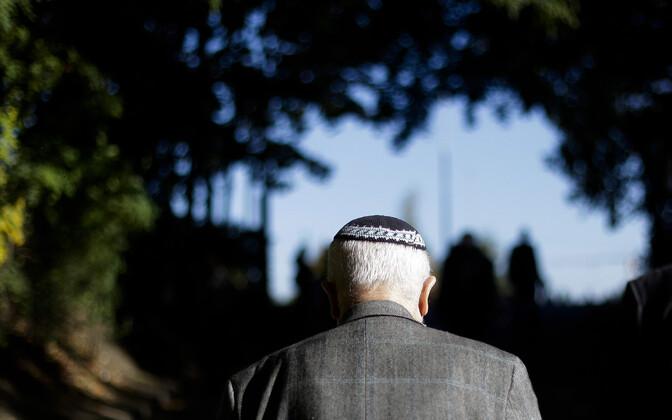 По оценке властей Германии, евреям лучше не выдавать свою религиозную принадлежность.