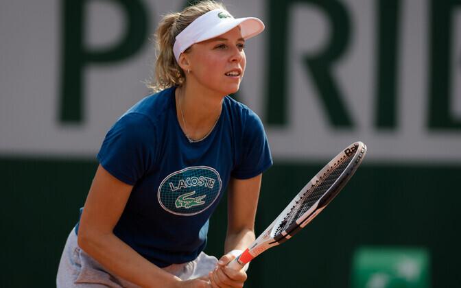 Anett Kontaveit Roland Garrosi tennisekeskuses treenimas.