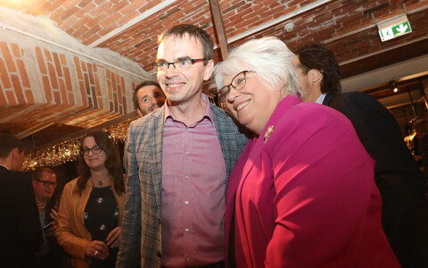 Sven Mikser and Marina Kaljurand celebrating on election night.