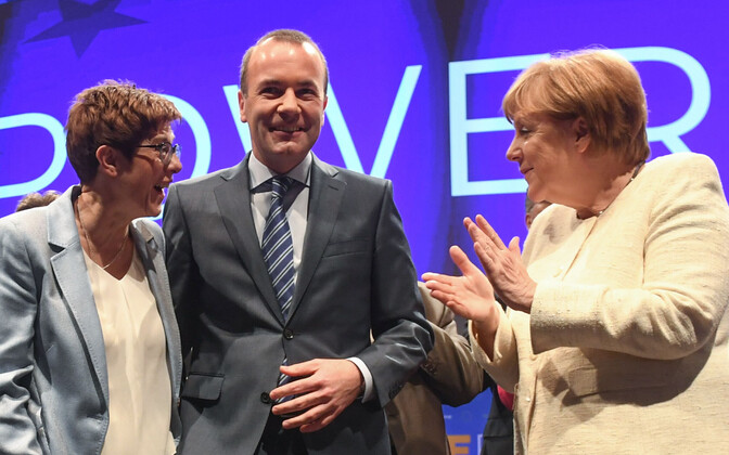Saksa paremtsentristide liider Annegret Kramp-Karrenbauer, Manfred Weber ja Angela Merkel.