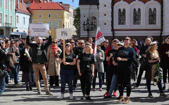 Ученые протестуют против отмены решения об увеличении финансирования науки.