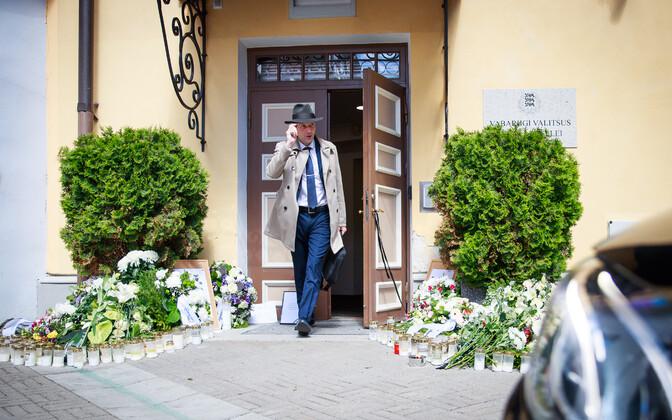 Leinapärjad Eesti teadusele valitsuse residentsi Stenbocki maja ees
