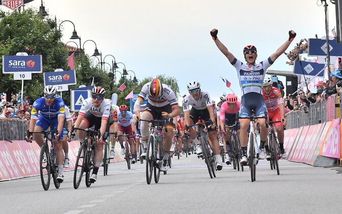 Damiano Cima võitmas Itaalia velotuuri 18. etappi