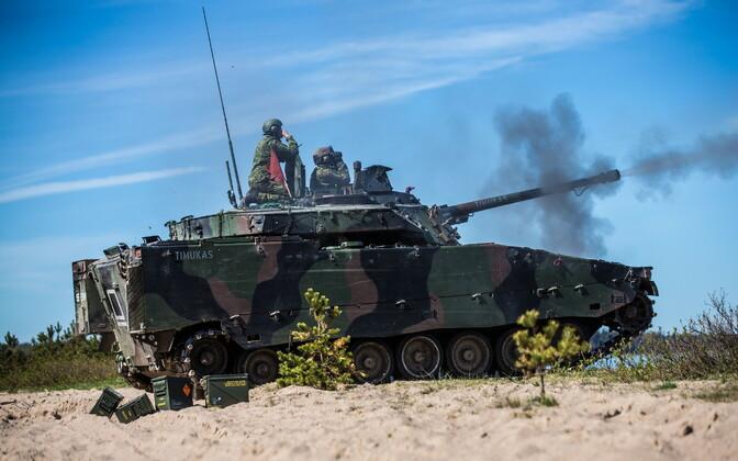 Õppus Kevadtorm, Eesti soomuk CV-90 lahinglaskmisel.