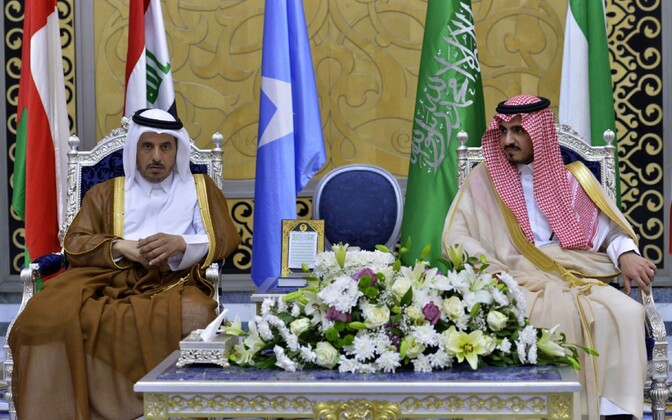 Katari peaminister šeik Abdullah bin Nasser bin Khalifa al-Thani (V) kohtus Saudi Araabias Meka asekuberneri Abdullah bin Bandar bin Abdul Aziziga.