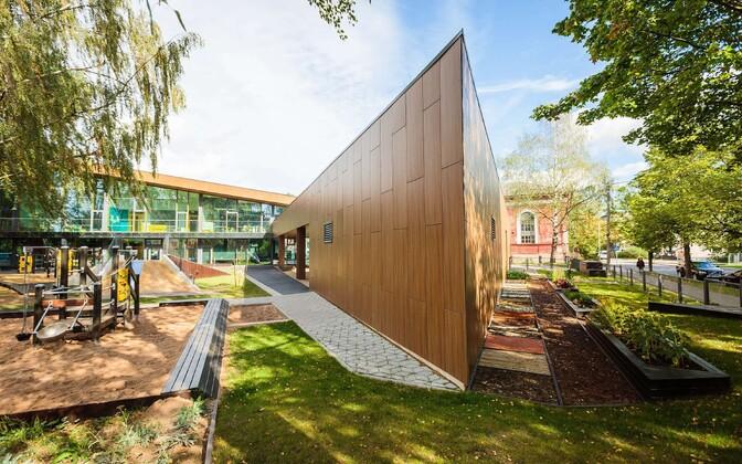 Детский сад «Naerumaa» и городская площадь в Тарту