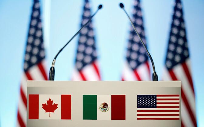 Kanada, Mehhiko ja USA lipud.