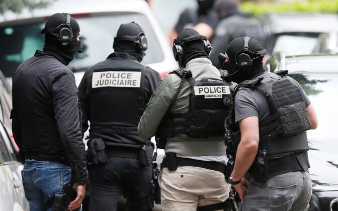 Prantsuse võimuesindajad operatsioonil Lyonis 27. mail.