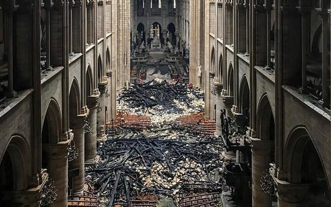 16. aprillil tehtud foto Pariisi Jumalaema kiriku sisemusest.