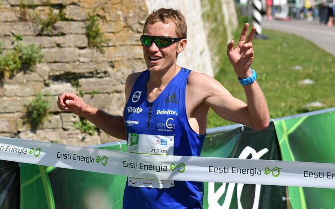 Роман Фости трижды выигрывал полумарафон в Нарве.