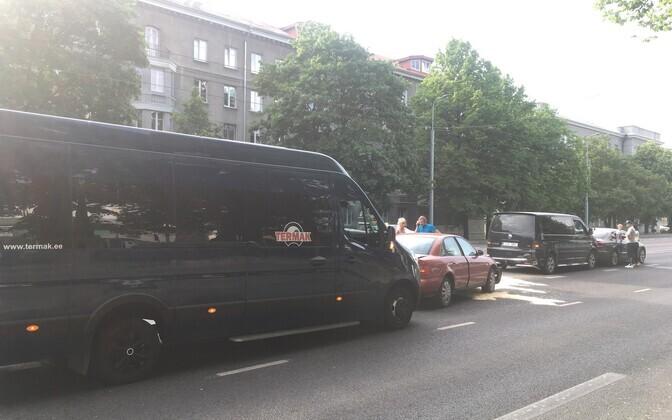 Tallinnas Vineeri peatuse juures põrkas kokku neli autot.