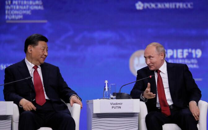Xi Jinping ja Vladimir Putin Peterburi majandusfoorumil.