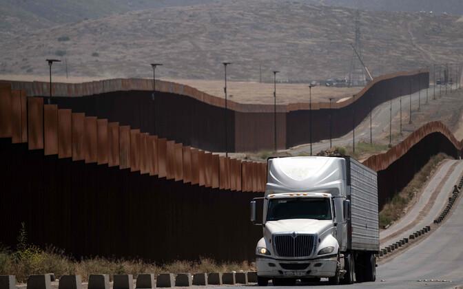 Ebaseadusliku migratsiooni ärahoidmiseks rajatud tara USA ja Mehhiko piiril
