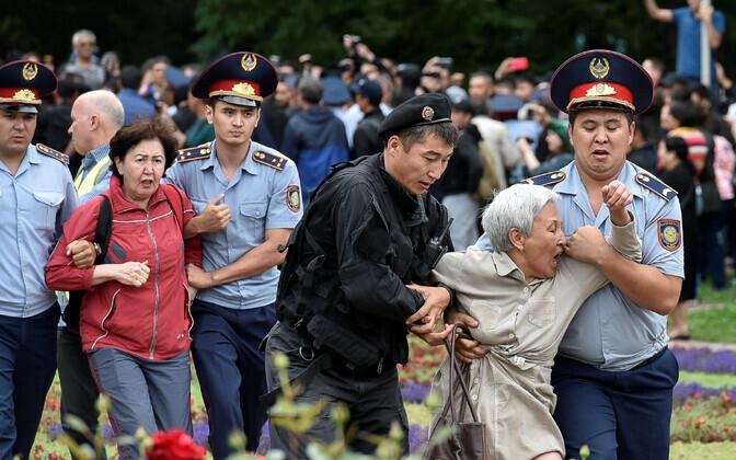 Задержание протестующих в Алматы.