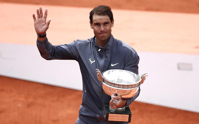 Надаль стал первым теннисистом в истории, который выиграл Открытый чемпионат Франции (и вообще один и тот же турнир серии Большого шлема) 12 раз.