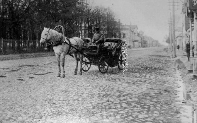 С появлением такси профессия извозчика начала уходить в прошлое.