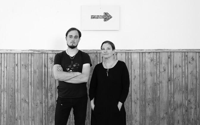 Noolegrupp on (ingl k --> Arrowgroup) on aastast 2004 tegutsev kunstirühmitus, kuhu kuuluvad Triinu Jürves (s 1974) ja Villem Jahu (s 1985).