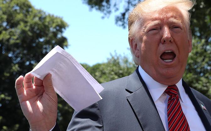 USA president Donald Trump USA-Mehhiko rändeleppe lisaga lehvitamas
