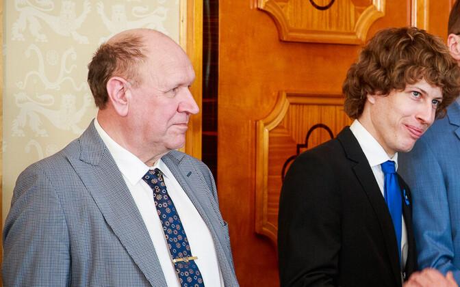 Министры нового правительства, третий справа - Марти Куузик.