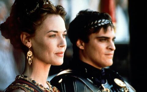 Esimeses filmis kehastasid Lucillat Connie Nielsen ja Commodust Joaquin Phoenix