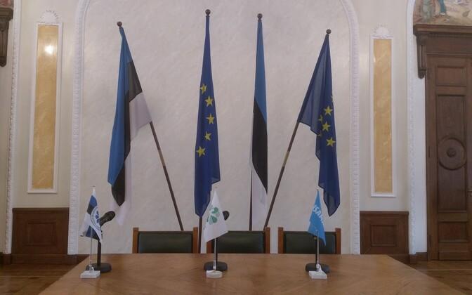 Praeguse võimuliidu koalitsioonileppe allakirjutamisel olid Valges saalis EL-i lipud olemas.