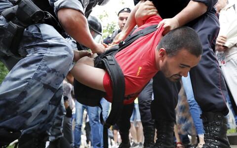 Задержание на митинге в Москве.