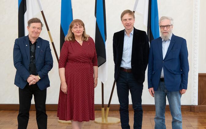 Komisjoni koosoleku järel tehtud fotol Mihhail Stalnuhhinit ei olnud.