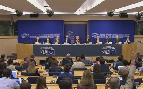 Loodud parlamendifraktsiooni Identiteet ja Demokraatia pressikonverents Brüsselis.