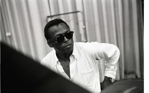 "Miles Davis dokfilmis ""Miles Davis: Birth of the Cool"" (2019)."