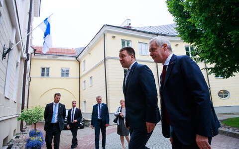 Finnish Prime Minister Antti Rinne met with Prime Minister Jüri Ratas (Centre) at Stenbock House on Friday. June 14, 2019.
