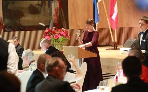 Прибытие гостей на торжественный прием в честь королевы Дании.