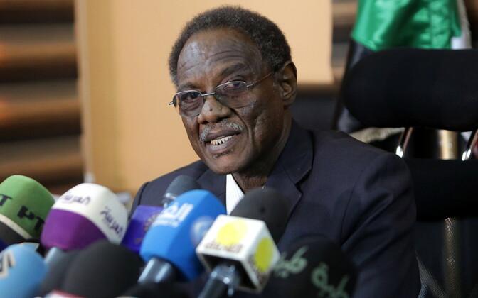 Sudaani peaprokurör Walid al-Sayyid teatas pressikonverentsil, et president Bashir astub kohtu ette.