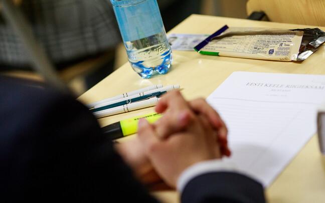 Экзамены по математике, эстонскому и английскому являются обязательными для всех гимназистов.