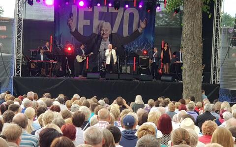 Отмечающий 70-летие Иво Линна дал концерт в Курессааре.