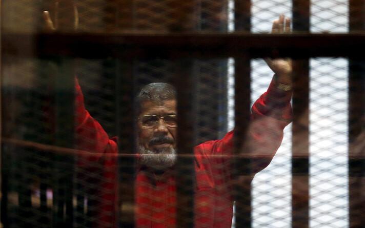Мухаммед Мурси в зале суда в 2015 году.