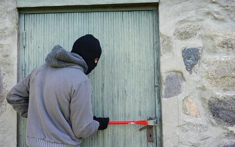 Зачастую ворам даже не приходится взламывать двери.