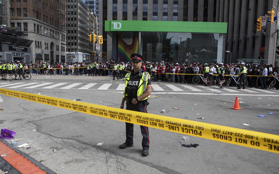 Toronto pärast tulistamist Raptorsi võiduparaadil.
