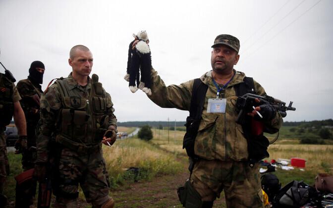 Kremli toetatud võitlejad MH17 allatulistamise sündmuskohal 2014. aasta 17. juulil.