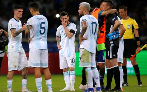 Argentina jalgpallikoondislased pärast mängu Paraguayga.